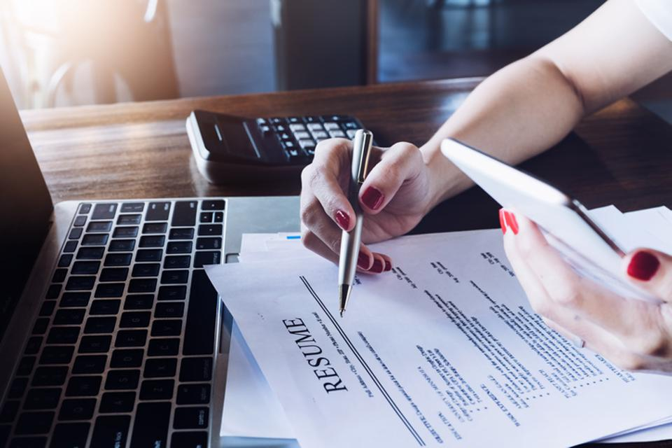 How To Write An Effective Resume for Job Search in Canada